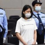 زنی که در چین به اعدام محکوم شد و در بسیاری از جنایات فجیع مشارکت داشت ، به مدت 20 سال به دنبال پلیس بود